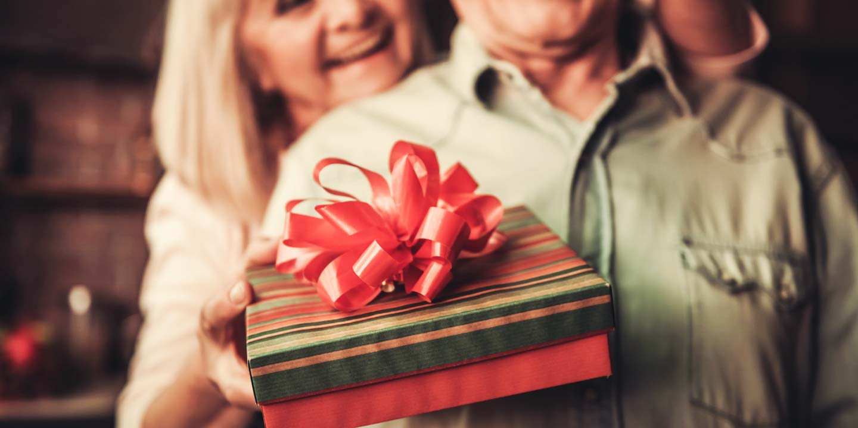 50 ans de mariage - cadeaux de noces d'or élégants
